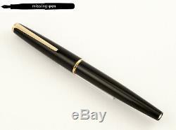 Montblanc Classique À Piston Fountain Pen N ° 320 En Noir-or Avec 14 K M-nib